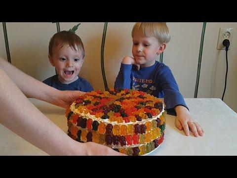 Делаем вкусный торт из m&m, скитлс и мармеладных мишек