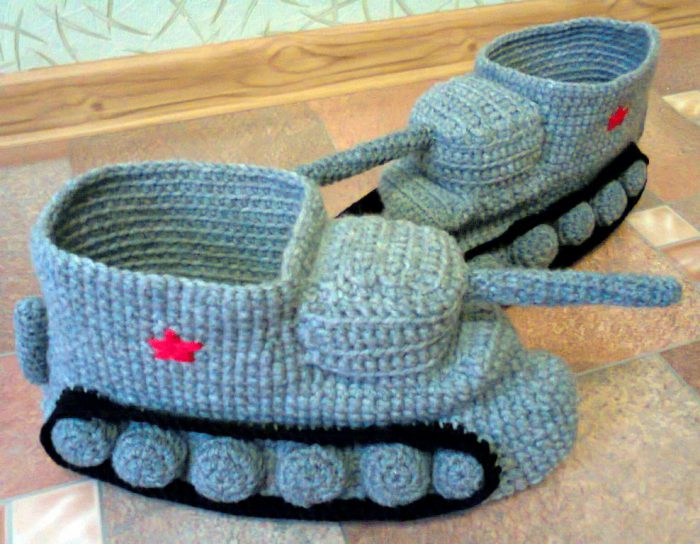 вязаные тапочки танки