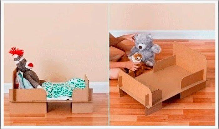 18-2-700x413 Домик и мебель для кукол своими руками из картона: схема, выкройка, фото. Как сделать кровать, диван, шкаф, стол, стулья, кресло, кухню, холодильник, плиту, коляску для кукол из картона своими руками