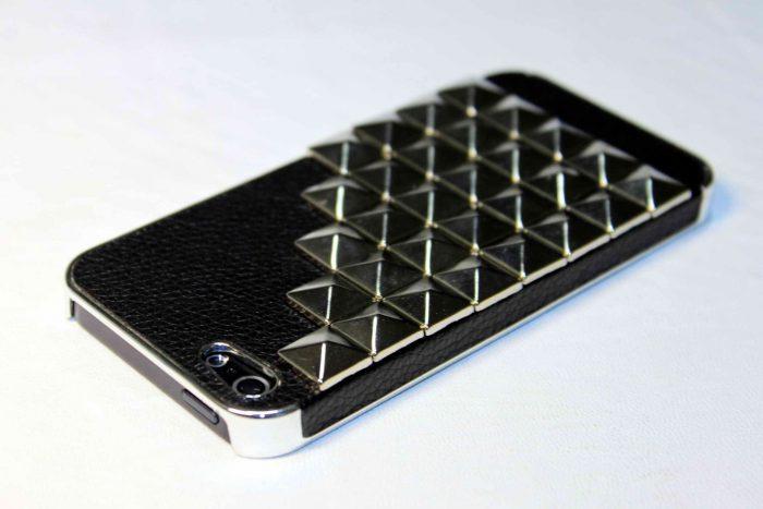 Чехол для мобильного телефона из заклёпок