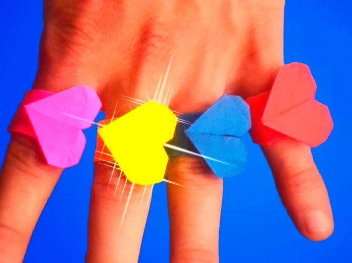 кольцо в форме сердца из бумаги