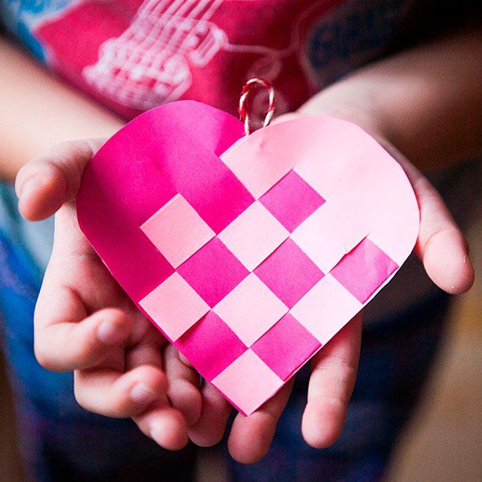 Плетёное сердце из бумаги