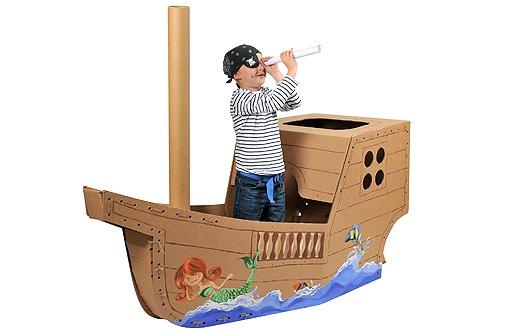 Корабль из картонных коробок