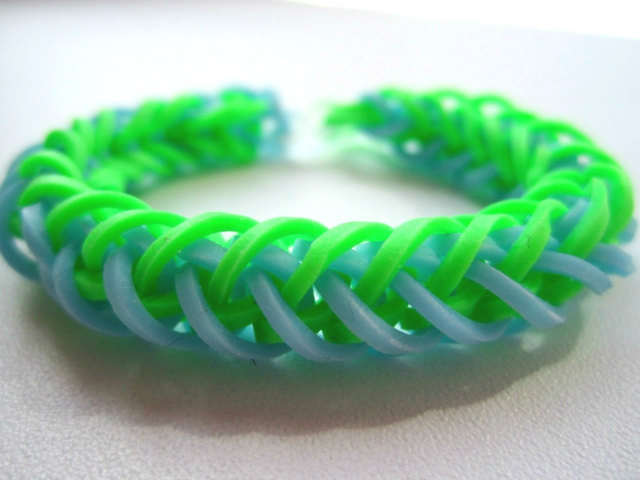 Схемы плетения браслетов из резинок для начинающих