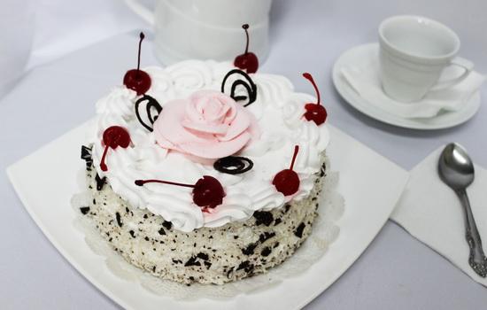 Украшение тортов взбитыми сливками