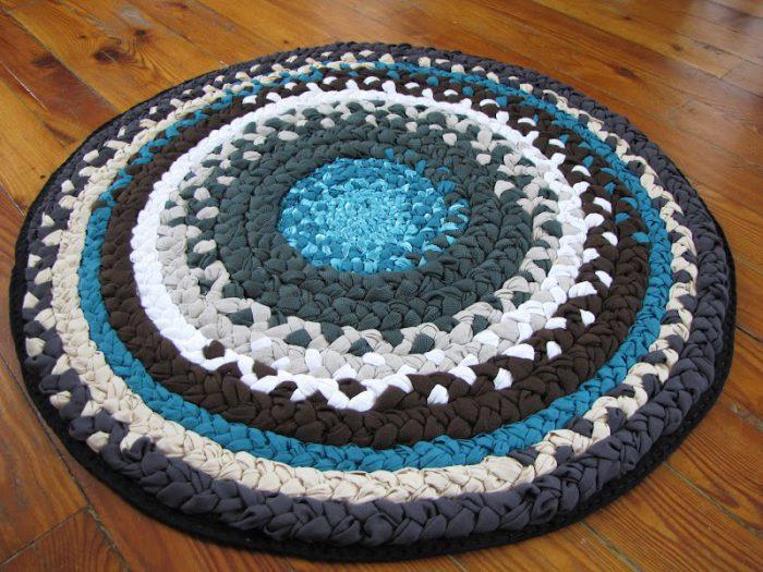 Бабушкин коврик из лоскутков ткани