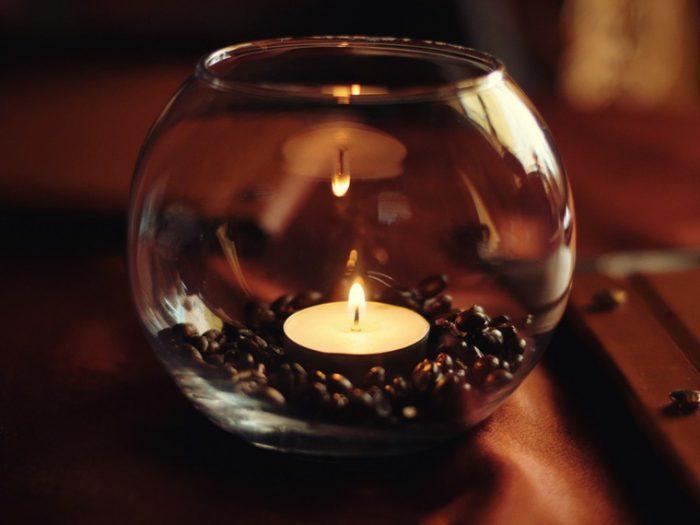 свечи в стекле с кофе