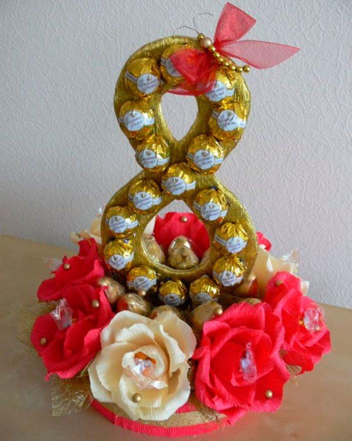 8 из конфет