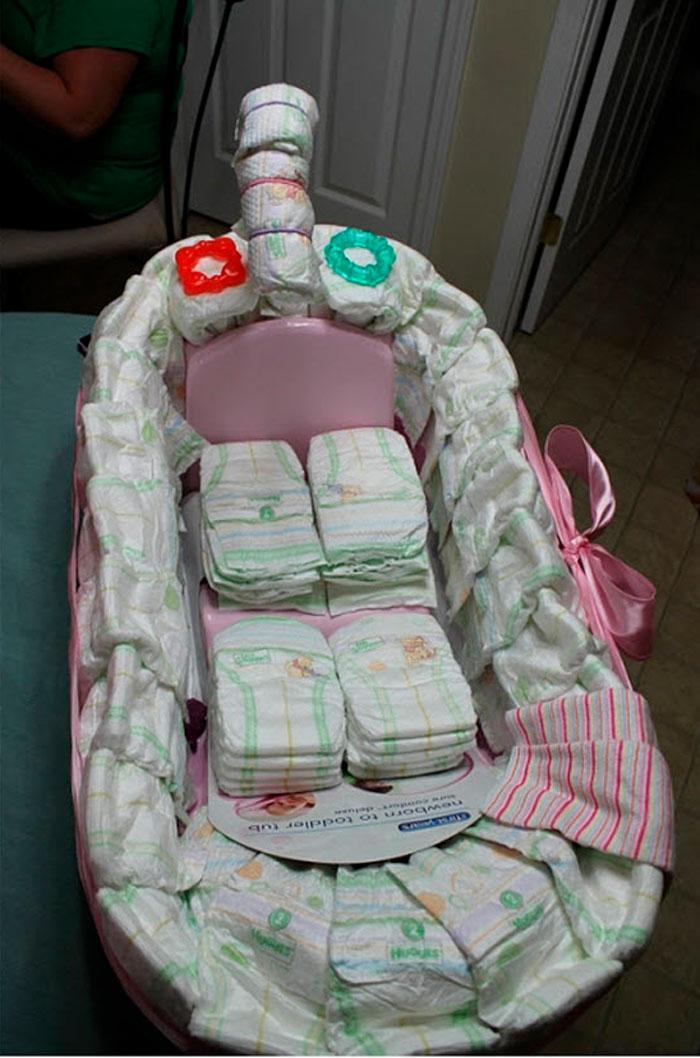 Подарок новорожденному своими руками из памперсов