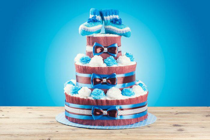 Чем украсить торт из памперсов?