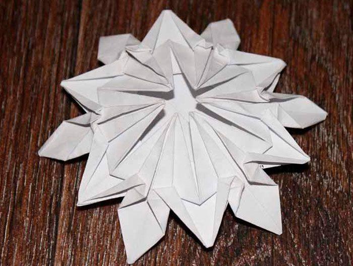 Снежинки в технике оригами