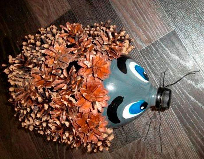 Ёжик из пластиковой бутылки и шишек своими руками мастер класс