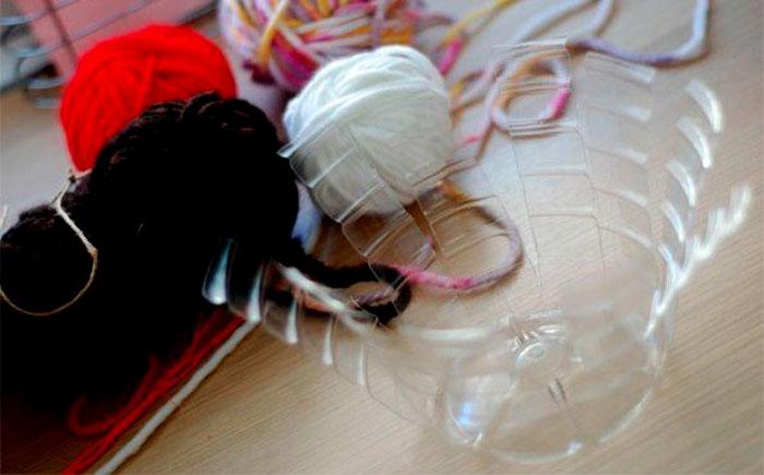 Ваза из пластиковой бутылки и ниток мастер класс