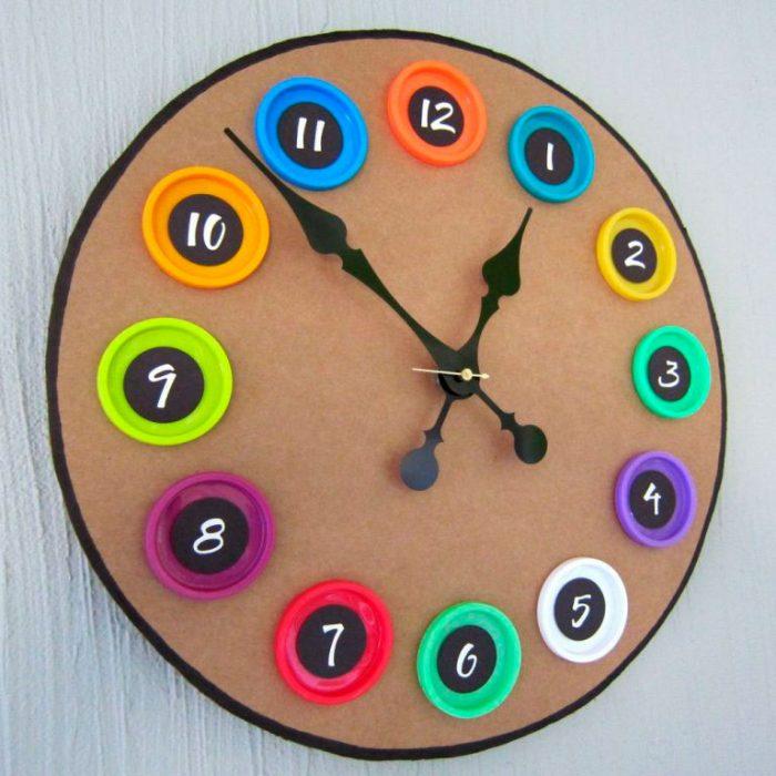 Часы из крышек и картона своими руками мастер-класс