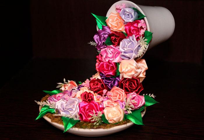 Как сделать летящую чашку с цветами из атласных лент