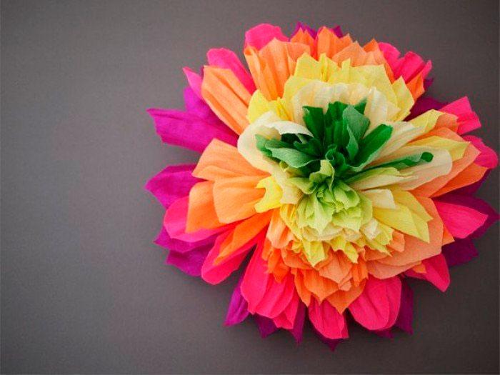 Объёмный цветок из гофрированной бумаги