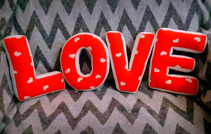 Буквы-подушки из ткани