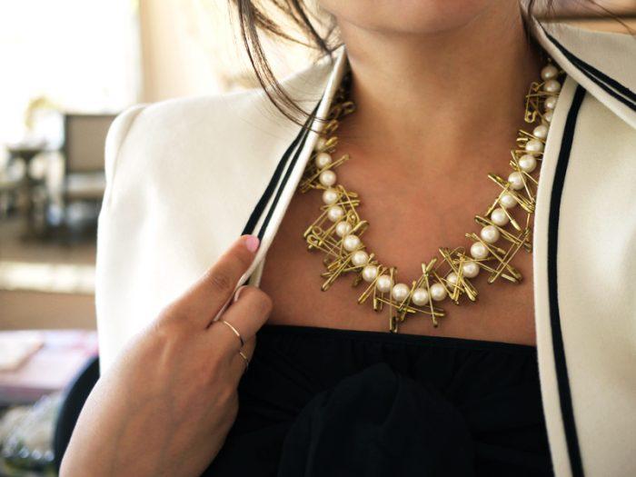 Жемчужное ожерелье с булавками