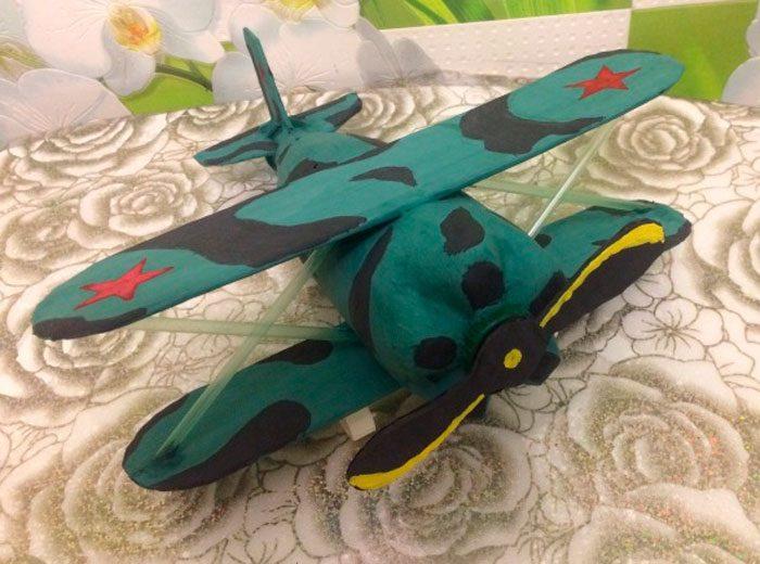 Военный самолёт из пластиковой бутылки