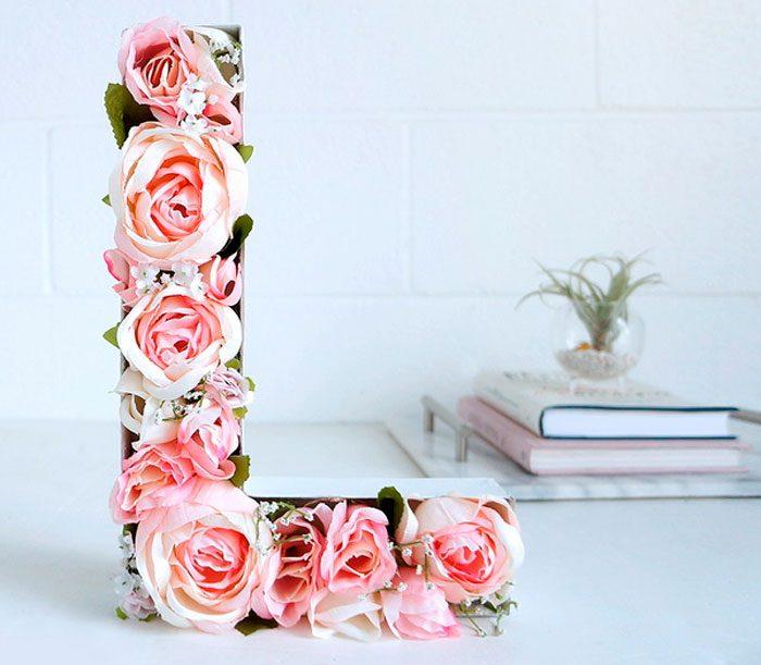 Объёмная буква из роз