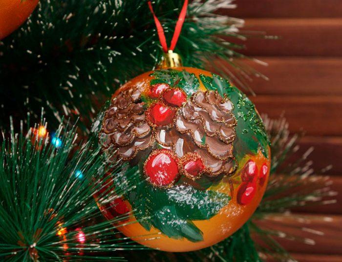 Праздничная роспись ёлочной игрушки