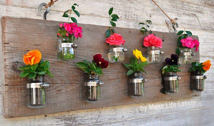 Настенные вазы из стеклянных банок