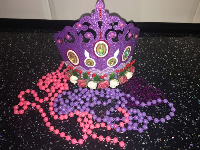 корона из блестящего картона