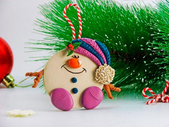 Подвеска «Снеговик» из пластилина