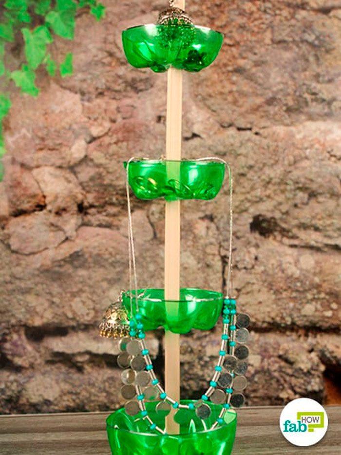 Подставка для украшений из пластиковых бутылок