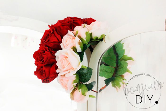 Ободок из живых роз