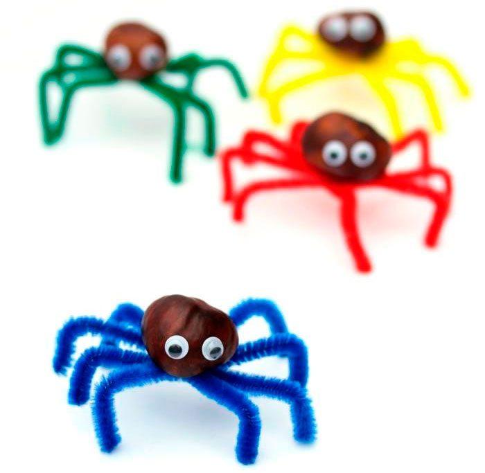 паук из каштана и мягкой проволоки