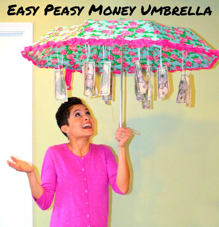 Оригинальное поздравление с зонтом и деньгами