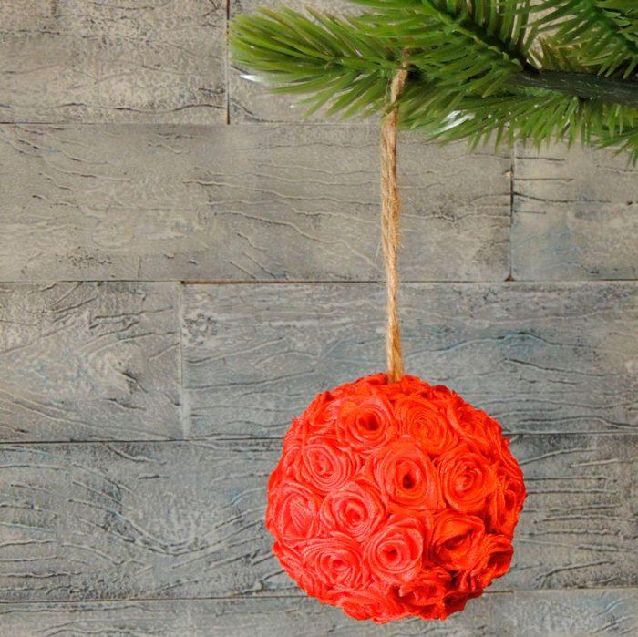 Новогодний шар из роз