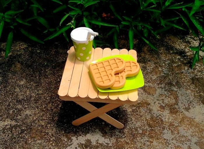 Столик из палочек от мороженного