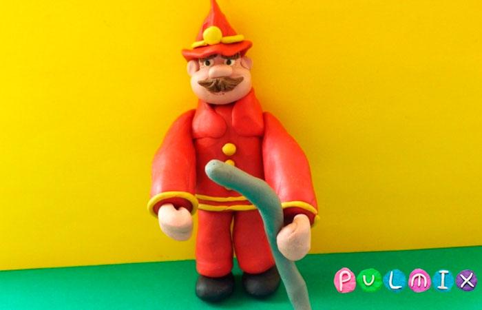 Пожарник из пластилина