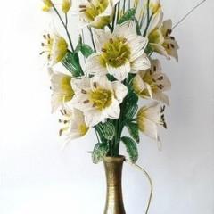 Букет цветов из бисера, лилия