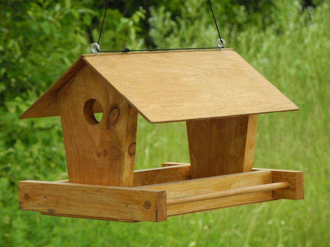 Как сделать кормушки для птиц из дерева
