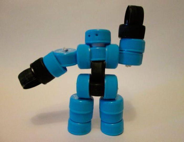 робот из крышек