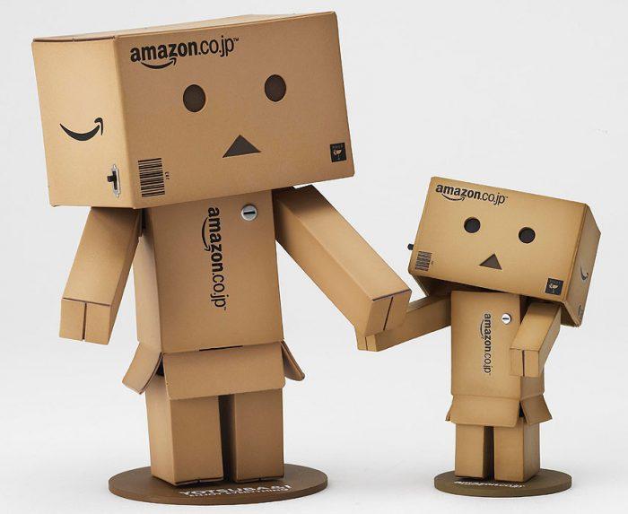 робот из картоных коробок