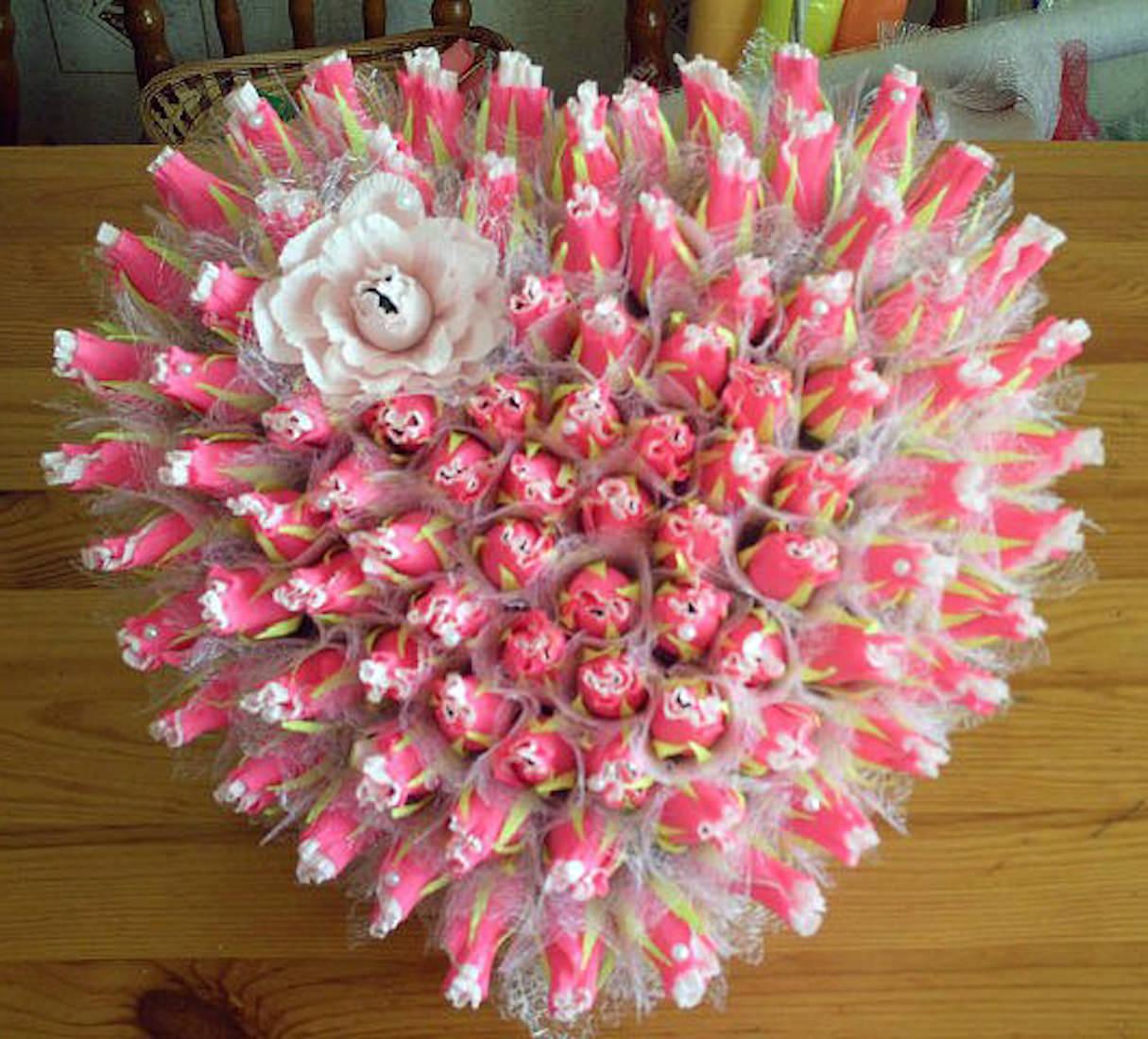 Необычные букеты своими руками из конфет 163