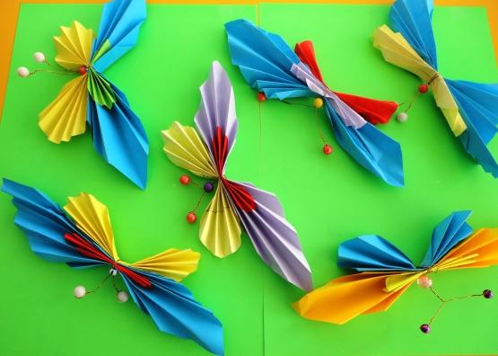 Бабочки из цветной бумаги своими руками